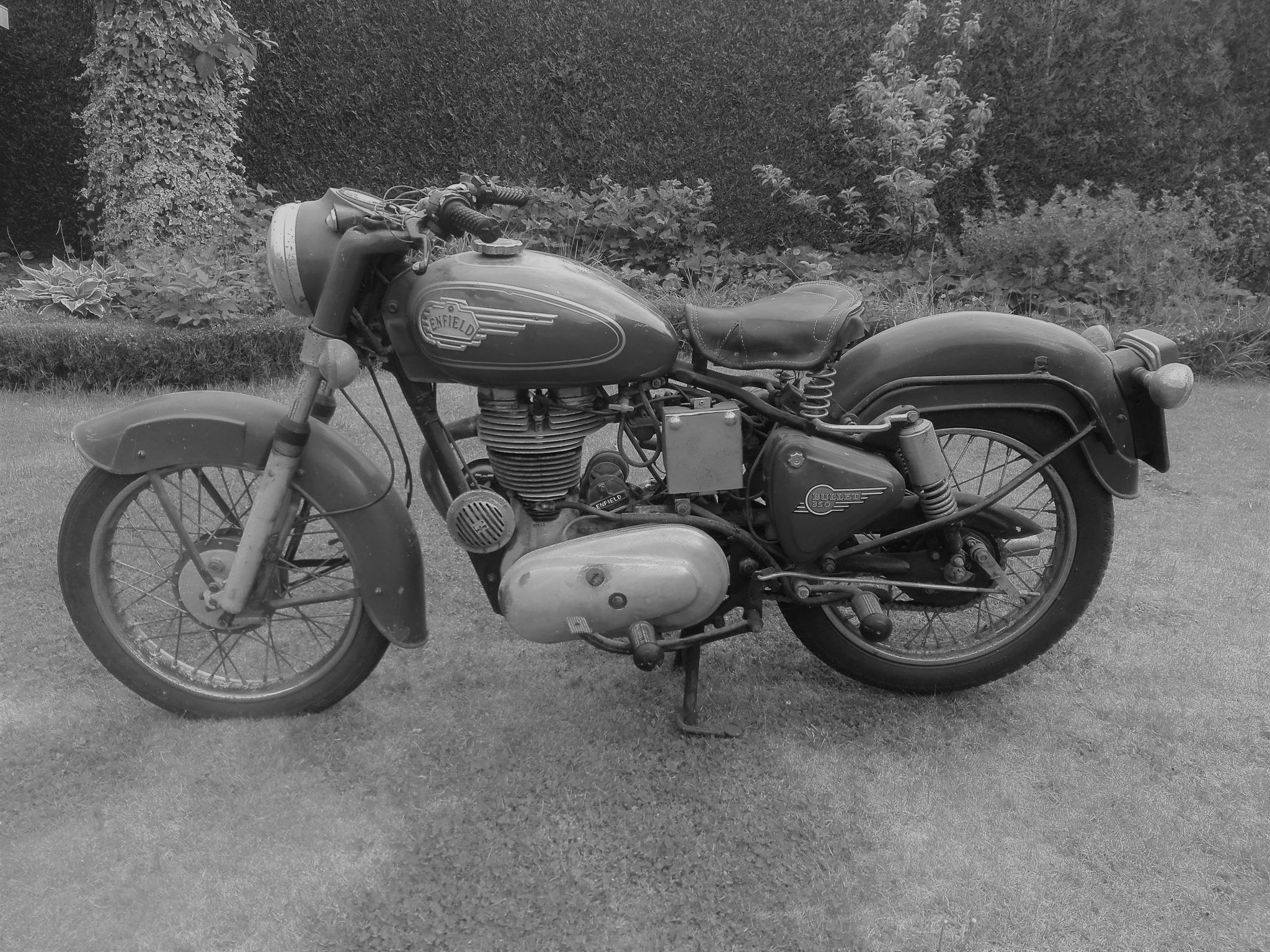 Royal_Enfield_Bullet_350_01
