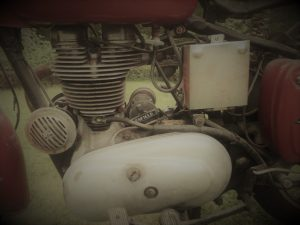 Royal_Enfield_Bullet_350_07